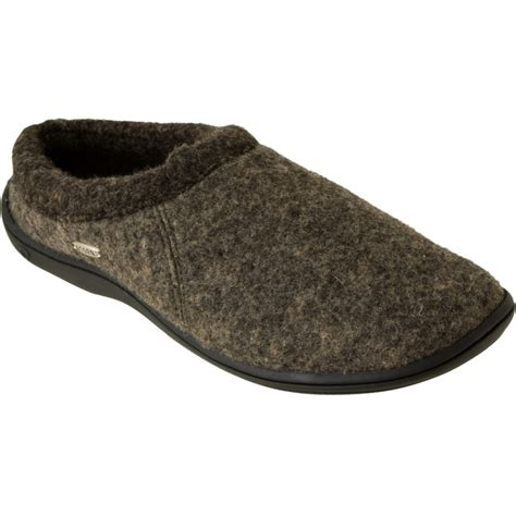 acorn house shoes acorn slippers 28 images acorn mens romeo ii sheepskin slippers mens slippers at