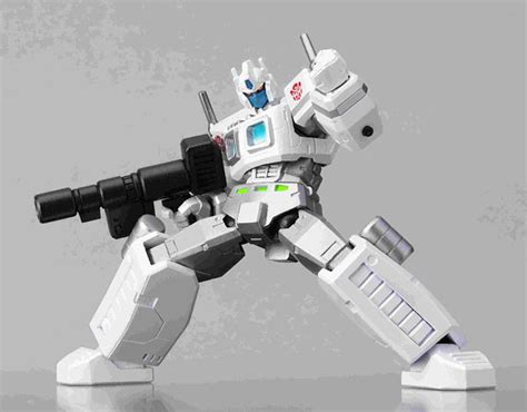 G1 Ultra Magnus Transformers Revoltech 019 Kaiyodo Limited Edition amiami character hobby shop revoltech no 019 transformers fiend ship limited ultra magnus