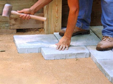 Laying A Paver Patio Building A Paver Patio How Tos Diy