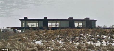 Calvin Klein House by Calvin Klein S Htons Mansion Gets Privacy Screens And