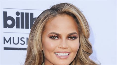 Get A Hair Makeover At Instylecom by How To Get Chrissy Teigen S Bombshell Waves From The