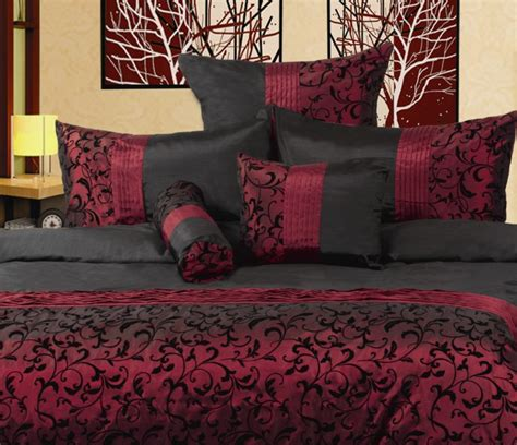 maroon bedspreads comforters best 25 burgundy bedroom ideas on pinterest maroon room