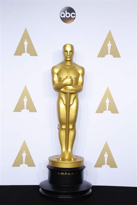 How To Make An Oscar Trophy Out Of Paper - how much is an oscar worth