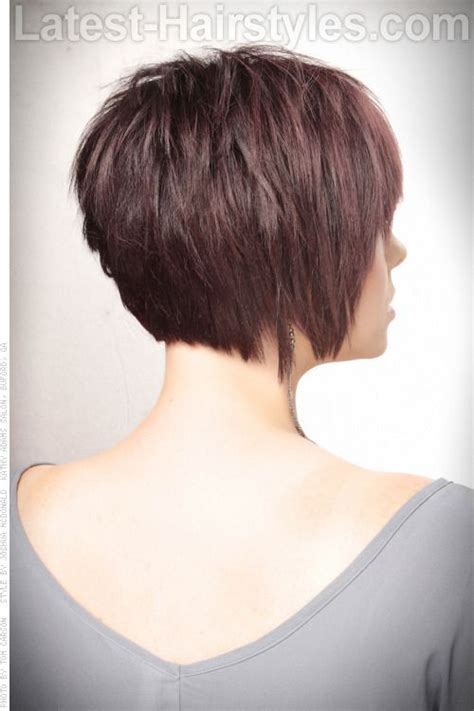 hair cuts that are in back side of side back textured bob short haircut with volume and