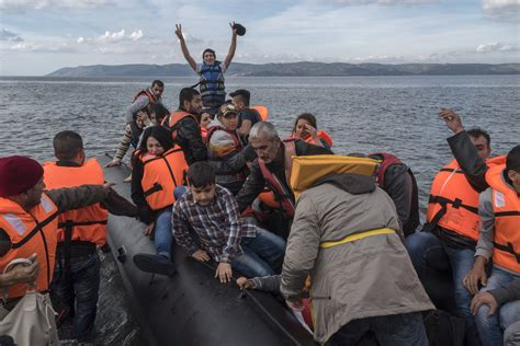 syrian refugee crisis boat reporting the refugee and migration crisis humanitarian
