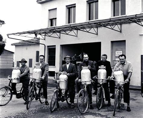 granarolo sede i mezzadri consegnano il latte in bicicletta alla sede di