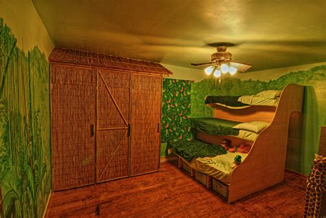20 jungle themed bedroom for kids rilane jungle theme wallpaper wallpapersafari