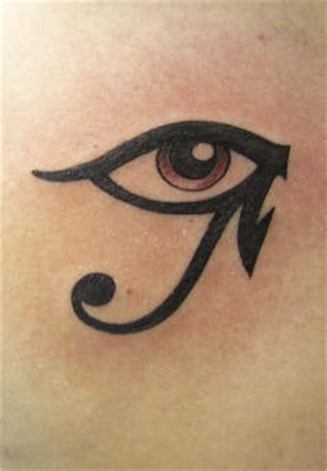 tatouage des yeux et oeil egyptien et sa signification