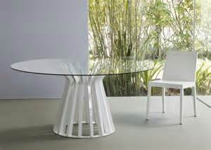 tisch mit glasplatte 70 modelle f 252 r couchtisch und esstisch rund freshouse