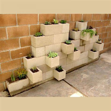 Formidable Idee Deco Jardin Avec Recup #1: idee-recup-jardiniere-parpaing.jpg