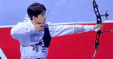 exo isac suho chanyeol and sehun apologize to fans for isac