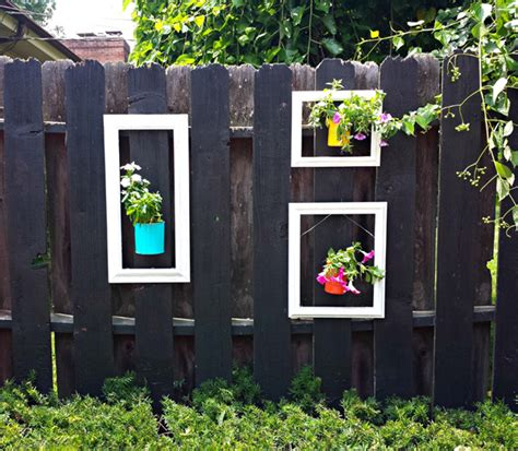 Garden Fence Decoration Ideas by 25 Most Stunning Garden Fence Decorations Decorazilla