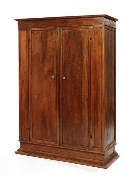Une Armoire armoire en noyer 224 d 233 cor de moulures formant r 233 serves