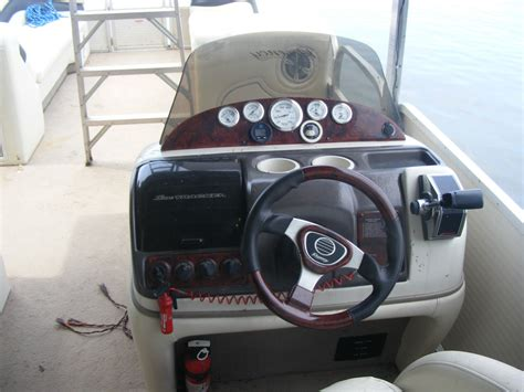 sun tracker party hut boats for sale suntracker party hut 30 2005 for sale for 10 000 boats