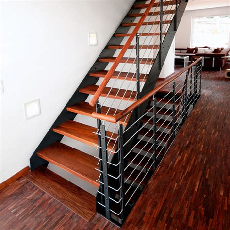 Treppenstufen Aus Metall by Holztreppe Renovieren Bucher Treppen Das Original