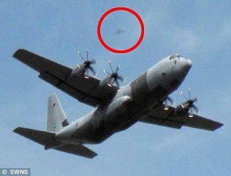 cara naik pesawat hercules pesawat hercules inggris di ikuti oleh ufo babesajabu