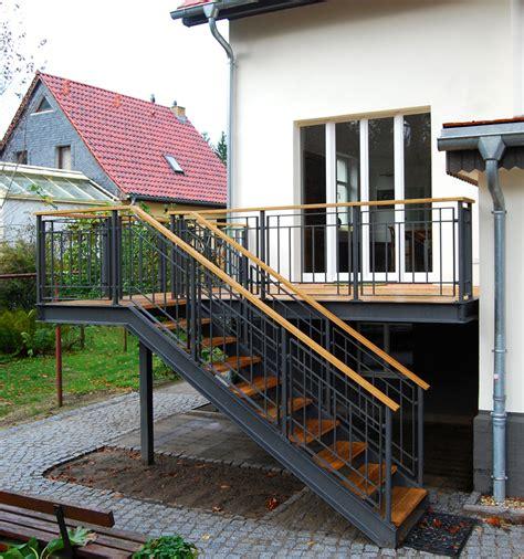 terrassengeländer holz kaufen balkon aus stahl und holz wohndesign m 246 bel ideen