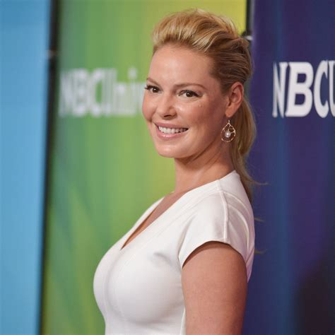 heigl takes a break to take some puffs from her electronic cigarette heigl produces new drama in her return to tv pittsburgh