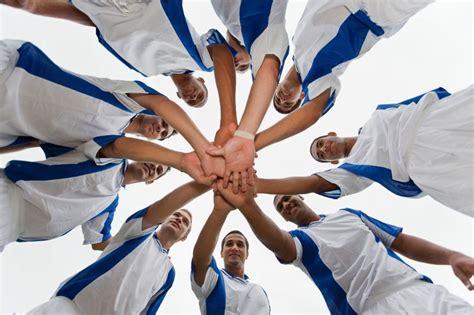 Bewerbung Beispiel Teamfahigkeit Soccer Team Showing Solidarity