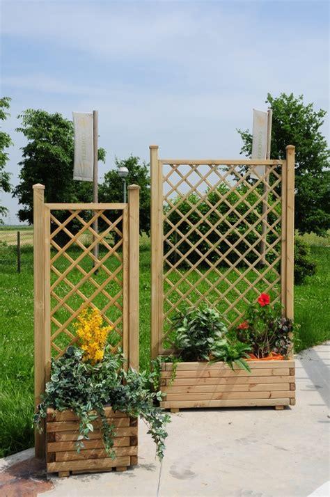 grigliato per giardino grigliati per giardino in legno pratici robusti e su misura