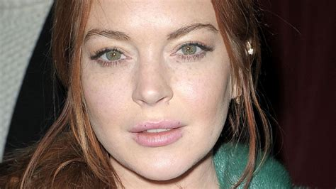 lindsay lohan friends lindsay lohan s friends reportedly worried about her
