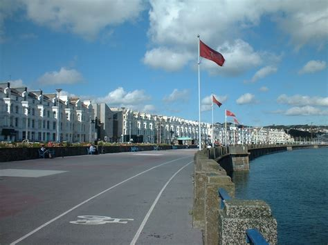 isle of man guide tt funfair on douglas promenade douglas isle of man tourist destinations