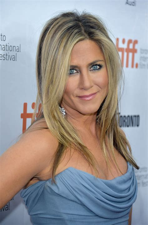 Soerna A Platinum Leaf Skm aniston wore a blue smoky eye out in