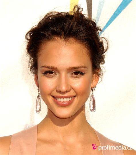 can women with oval faces and thick hair wear really short hair styles jessica alba hairstyle easyhairstyler