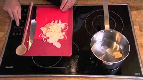 faire suer les gestes de cuisine