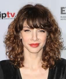 hairstyle thin frizzy dead ends medium length help and easy romina gaetani medium curly casual hairstyle medium brunette thehairstyler com