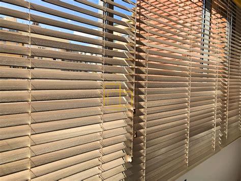 persianas venecianas barcelona cortinas venecianas de madera natural instaladas en