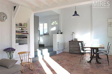 La Cuisine Dans Le Bain 5399 murs blancs gris tomettes d 233 coration