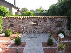 Loungemobel Garten Terrasse Steinmauer Als Sichtschutz Im Garten Godsriddle Info