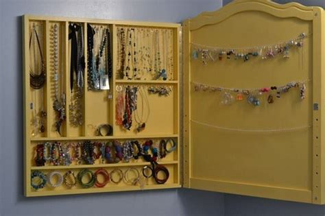 Diy The Door Jewelry Organizer by 25 Creative Necklace Organization Ideas The Thinking Closet