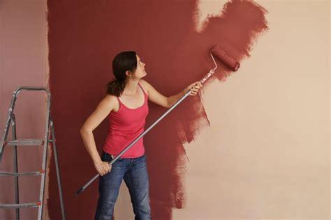 Strukturtapete Streichen Tipps by Wand Oder Tapete Mit Dispersionsfarbe Streichen 7 Tipps