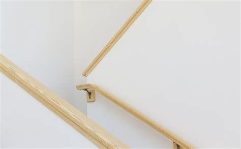 corrimano per scale in legno corrimano in legno prezzi consigli e detrazioni fiscali
