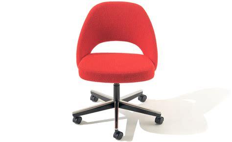 saarinen executive swivel side chair hivemodern
