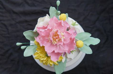 How To Make Sugar Roses For Cake Decorating by Flour Power Tips For Arranging Sugar Flowers On Cakes