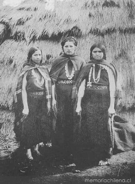 Mujeres mapuches, hacia 1911 - Memoria Chilena, Biblioteca