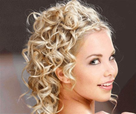 Bridesmaid Hairstyles For Curly Hair by Curly Hairstyles For Bridesmaids
