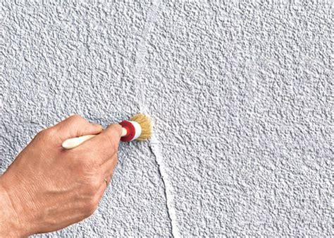 Risse In Decke Reparieren by Risse In Der Wand Mit Acryl Ausbessern
