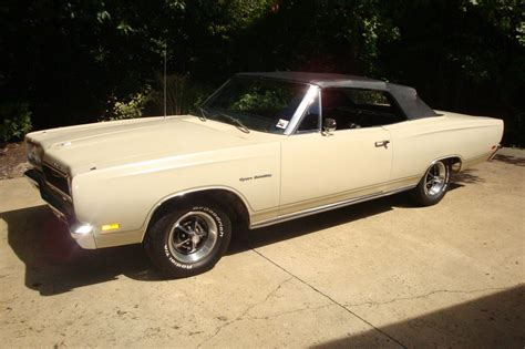 this is plymouth sport quot gentleman s road runner quot 1969 plymouth sport satellite