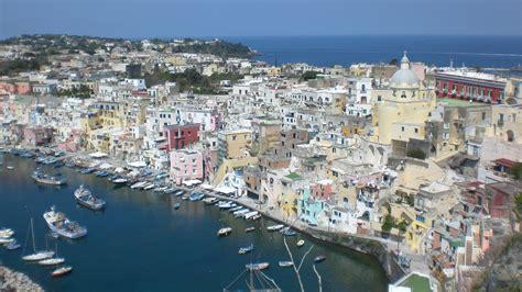 vacanze procida marina corricella viaggi vacanze e turismo turisti per