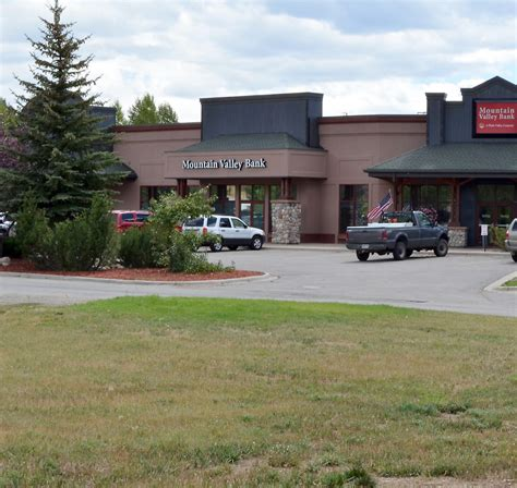 mountain valley bank new mountain valley bank building aims for classic