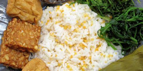 mengenal makanan pokok  daerah  indonesia