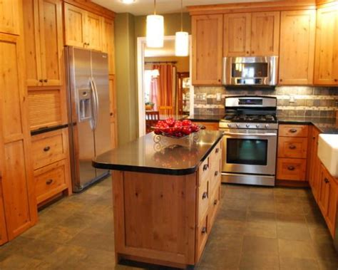 kitchen cabinets on knotty pine walls 16 best knotty pine cabinets kitchen images on pinterest knotty pine kitchen cabin kitchens