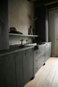 Ordinaire Murs Cuisine Gris Perle #5: cuisine-avec-des-meubles-repeints-couleur-gris-anthracite.jpg