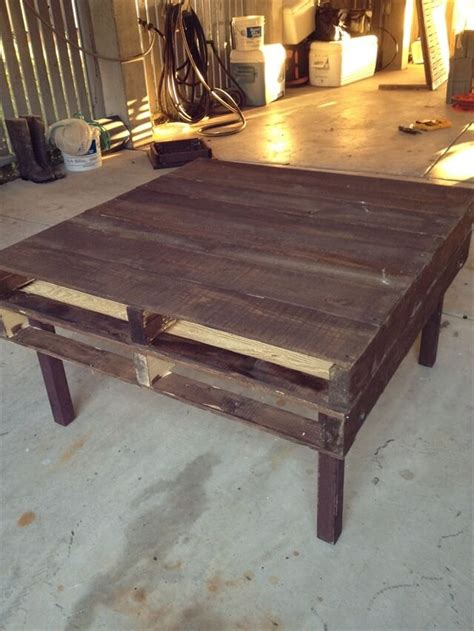 How To Make A Coffee Table From Pallets Diy Tutorials Diy How To Build A Pallet Coffee Table 99 Pallets