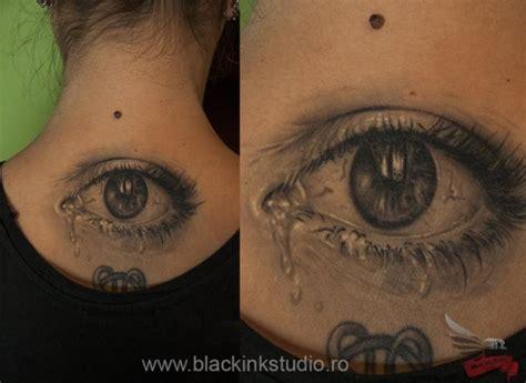 realistische auge nacken tattoo von black ink studio
