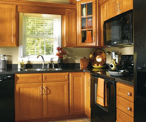 maple cabinets  traditional kitchen aristokraft